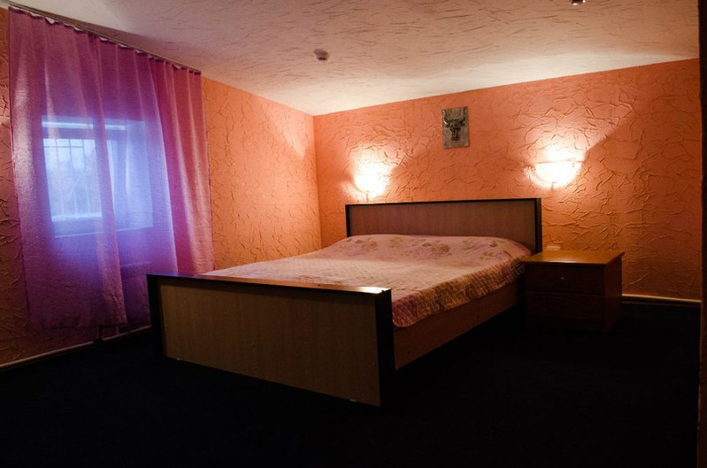 Смотреть онлайн засняли в гостинице двойное проникновение 12 фотография