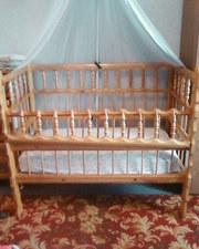 Детская кроватка для ребенка от 0 до 4 лет.